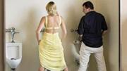 噗!女人居然站着尿尿?